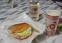ベーコンエッグバーガーでビール一杯