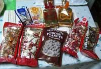 中身 チョコ、クッキー、キャンディなど