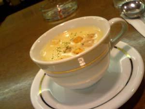 まずはポタージュスープ