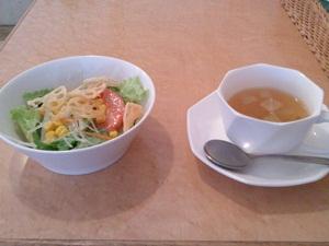 カリーノのランチ サラダとスープ